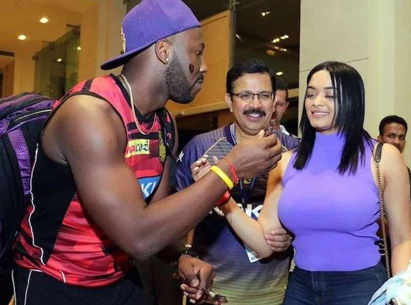 FMQpuJ_1554714221 ক্রিকেটারের স্ত্রী কাঁপাচ্ছেন সোশ্যাল মিডিয়া!